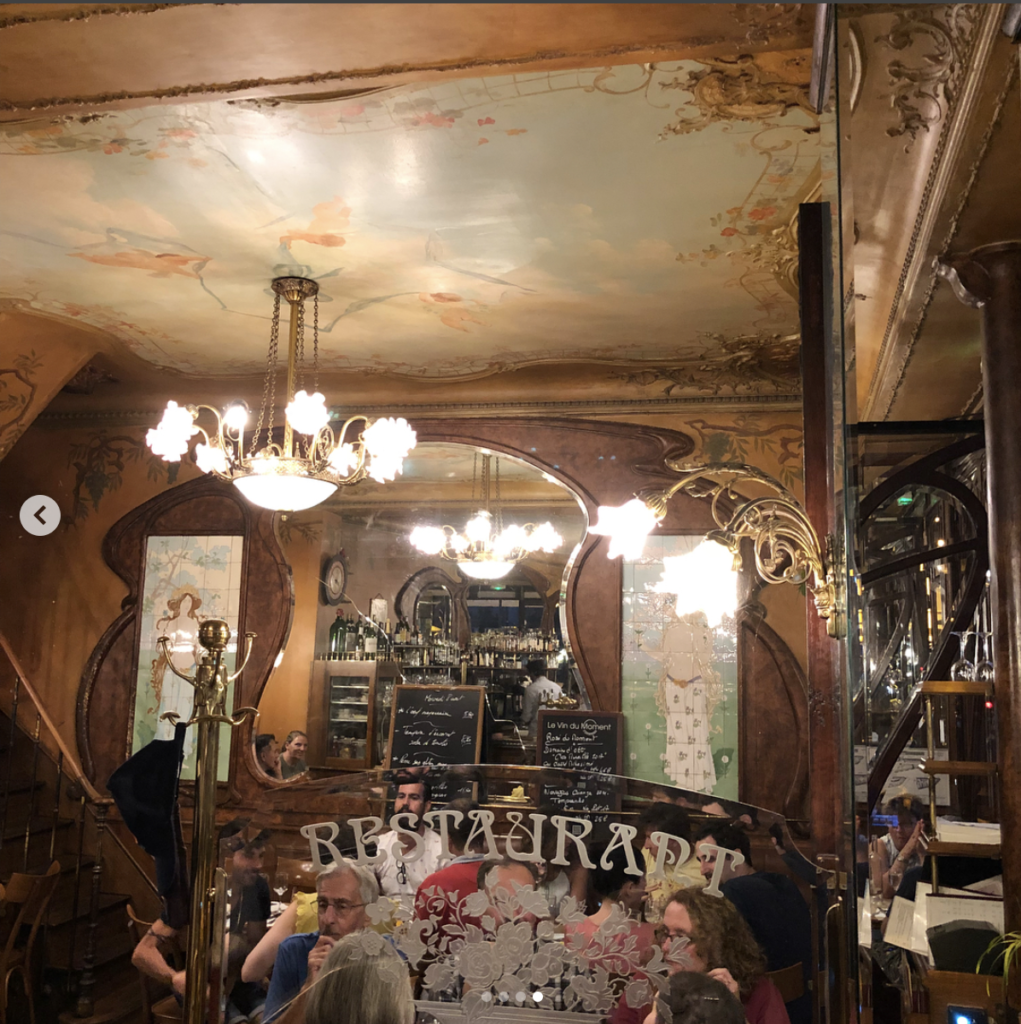 Le Bistro du Peintre, Paris. The bistro of the painter « Au vrai saumur « at 116 Avenue Ledru-Rollin Constructed in 1902 this Art Noveau bistro brasserie has great food in it's original setting which is packed daily!